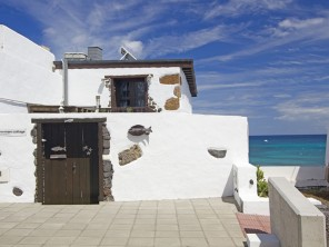 1 Bedroom Fisherman's Cottage right by the Sea & Arrieta Beach, Lanzarote, Canary Islands