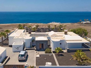 3 Bedroom Stylish Villa in Canary Islands, Lanzarote, Puerto Calero