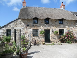 1 Bedroom Award-Winning Romantic Thatched Cottage near Penzance, Cornwall, England