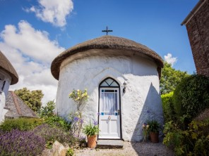 1 Bedroom Romantic Thatched Roundhouse on the Roseland Peninsula, Cornwall, England