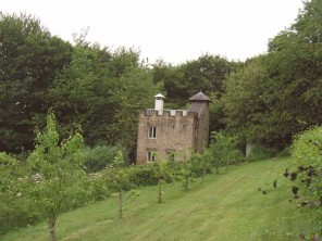 2 Bedroom Castle in the Derwent Valley near Bakewell in the Peak District, Derbyshire, England