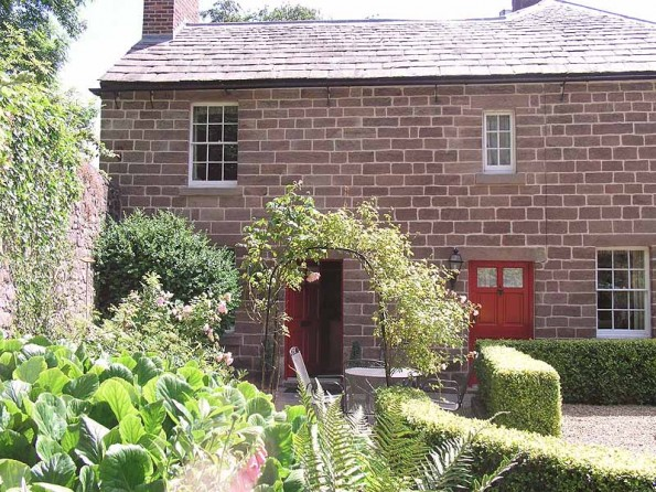 Brilliant 2 Bedroom Canalside Cottage Near Matlock Derbyshire Interior Design Ideas Gentotryabchikinfo