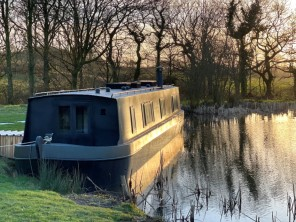 Luxury Houseboat for 2 on a Private Lake with Trout Fishing near Holsworthy, Devon, England