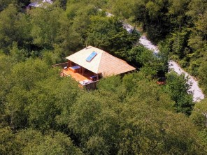 1 Bedroom Romantic and Luxurious Treehouse in Woodland near Bratton Clovelly, Devon, England