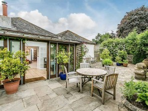 Bright and characterful Millhouse Apartment for 6 with Shared Tennis and Pool near Dittisham, Devon, England