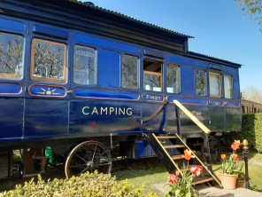 2 Bedroom Converted Victorian Railway Carriage in Beaminster, Dorset, England