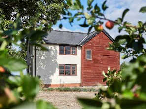 2 Bedroom Orchard Cottage in England, Herefordshire, Lyonshall