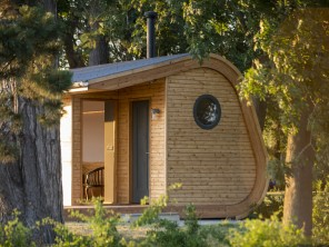 Holly Lodge Luxury Eco Pod with Hot Tub near Hay on Wye, Herefordshire, England