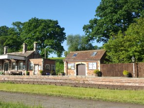 1 Bedroom Victorian Railway Station Parcel Office in Bredenbury near Bromyard, Herefordshire, England