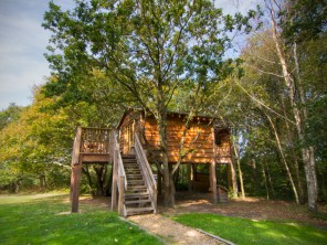 2 Bedroom Luxurious Treehouse near Whippingham, Isle of Wight, England