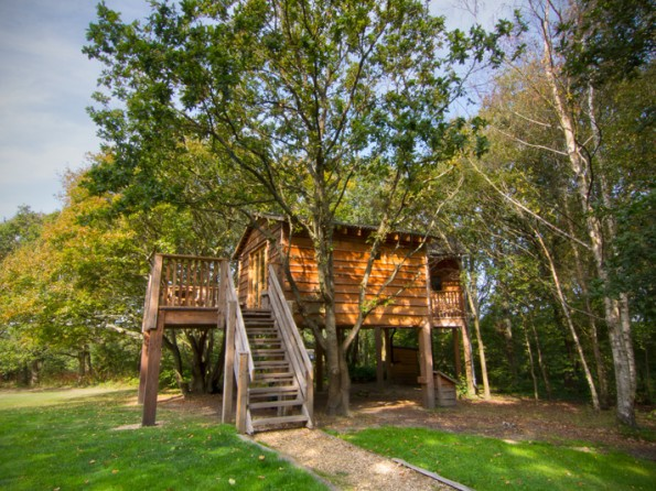 2 Bedroom Luxurious Treehouse near Whippingham, Isle of