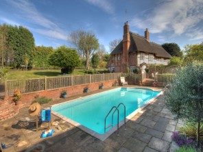 10 Bedroom Traditional Country House in England, Kent, Sittingbourne