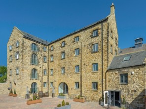 2 Bedroom Puffins Burrow Apartment in the Heart of Alnwick, Northumberland, England