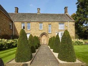 Luxury 5 Bedroom Old Dairy with Pool in the Oxfordshire Cotswolds, England