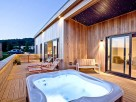 1 Bedroom Romantic Eco Lodge with Hot Tub near Cheddar, Somerset, England