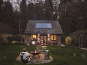Romantic Owl Lodge with Private Hot Tub on an Organic Farm near Crewkerne, Somerset, England