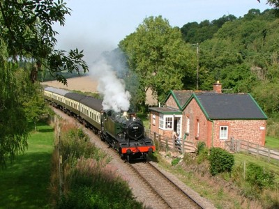 Hot Tub and Steam Train Heaven at Railway Cottage in Somerset