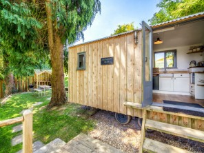 Romantic Shepherd's Hut Rest with Woodland Sauna & Lakeside Hot Tub near Crewkerne, Somerset, England