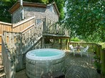 Treehouse and hot tub