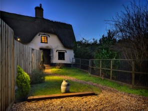 1 Bedroom Dog Friendly Meadow View Cottage with Hot Tub near Stonham Aspal, Suffolk, England