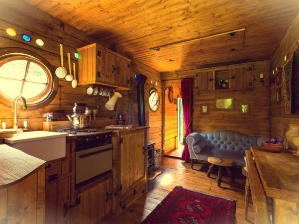 1 Bedroom Hobbit-Style Horse Box In England, Suffolk, Nr