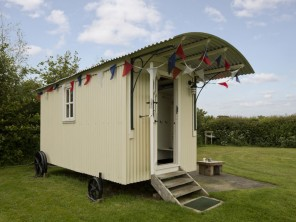 1 Bedroom Shepherd's Hut near the sea in Skipsea, East Yorkshire, England