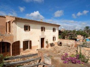 5 Bedroom Spacious Farmhouse in Balearic Islands, Mallorca, Santanyi