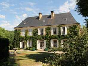 8 Bedroom Manor House with Pool, Tennis Court & Boating Lake near Bergerac, France