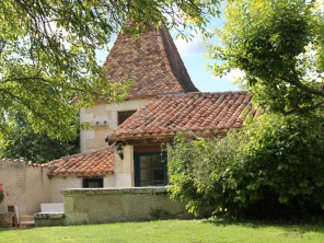 2 Bedroom Converted Pigeonnier with Pool, Tennis & Golf near Aubeterre, Nouvelle Aquitaine, France