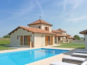 4 Bedroom Stylish House with Private Pool & Access to Golf & Tennis near Aubeterre, Nouvelle Aquitaine, France