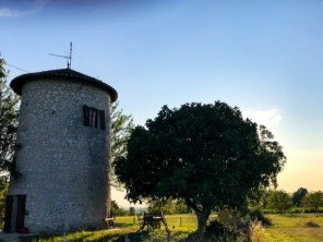 1 Bedroom Romantic Windmill in a Village Setting near Duras, France