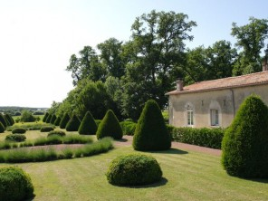 2 Bedroom Tranquil Cottage in France, Nouvelle Aquitaine, Niort