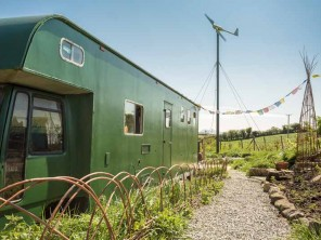 1 Bedroom Upcycled Off Grid Horsebox Conversion on a Smallholding in Mournes, County Down, Northern Ireland
