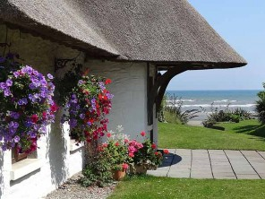 3 Bedroom 300 Year Old Luxury Thatched Seaside Cottage in Bettystown, Co. Meath, Ireland