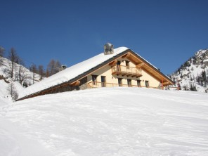 2 Bedroom Ski Chalet in Courmayeur, Aosta Valley, Italy