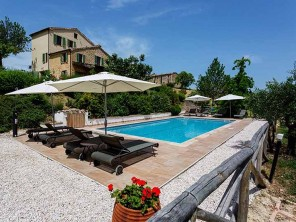 6 Bedroom Mountain View Family Friendly Villa with Pool near Monte San Martino, Le Marche, Italy