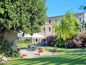Apartments in a Country House with Pool a Short Walk to Mogliano, Le Marche, Italy
