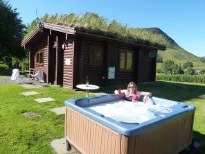 1 Bedroom Log Cabin Benearb with Hot Tub & Sauna in the Cairngorms, Scotland