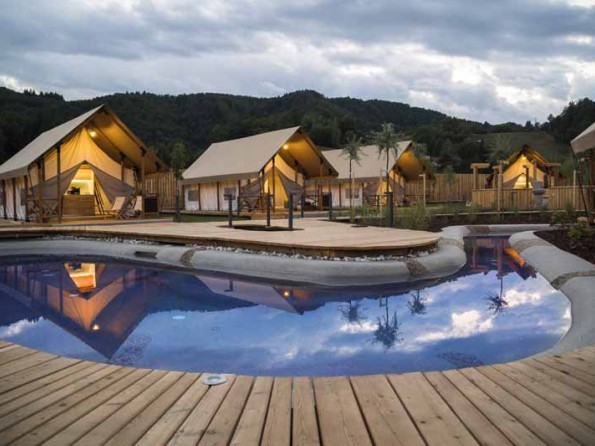 Gl&ing tents. Luxury Gl&ing in Safari ... & Luxury Glamping in Safari Tents with Spa u0026 Waterpark in Pod?etrtek ...