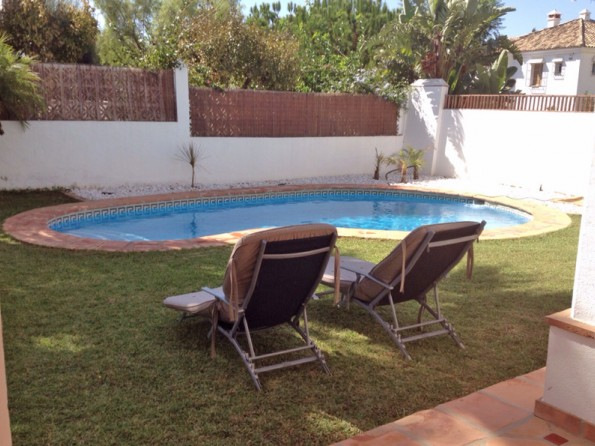 1 bedroom garden apartment with pool near old town for Garden town pool