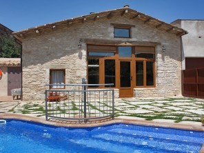 Charming 2 Bedroom Cottage near Lake Banyoles, Catalonia, Spain