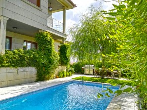4 Bedroom Seaview Villa with Pool near the Beach in Sanxenxo, Galicia, Spain