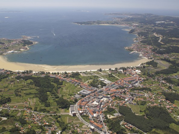 4 Bedroom House With Direct Beach Access In Boiro Galicia