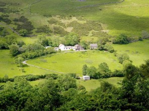 Farmhouse, Cottage & Bunkhouse for 27 on a Secluded Farm in the Black Mountains, Brecon Beacons, Wales