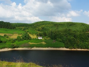 5 Bedroom Lake View Cottage near Llandovery,  Powys / Brecon Beacons, Wales