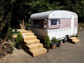 1 Bedroom Vintage Caravan with Secret Garden on a Smallholding in the Aeron Valley, West Wales