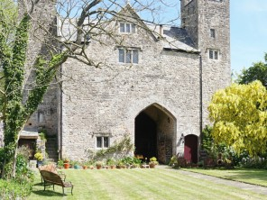 1 Bedroom Period Gatehouse in Mathern near Chepstow, Monmouthshire, South Wales,