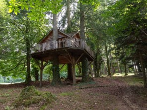 2 bedroom Treehouse near Saint-Julien-Labrousse, Ardèche, Auvergne-Rhône-Alpes, France