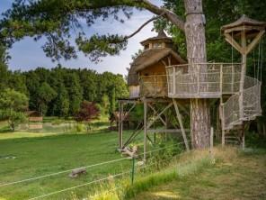 1 bedroom Cabin on Stilts near Descartes, Indre-et-Loire, Centre-Val de Loire, France