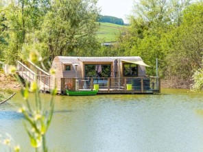 1 bedroom Cabin by the water near Chablis, Yonne, Burgundy-Franche-Comte, France